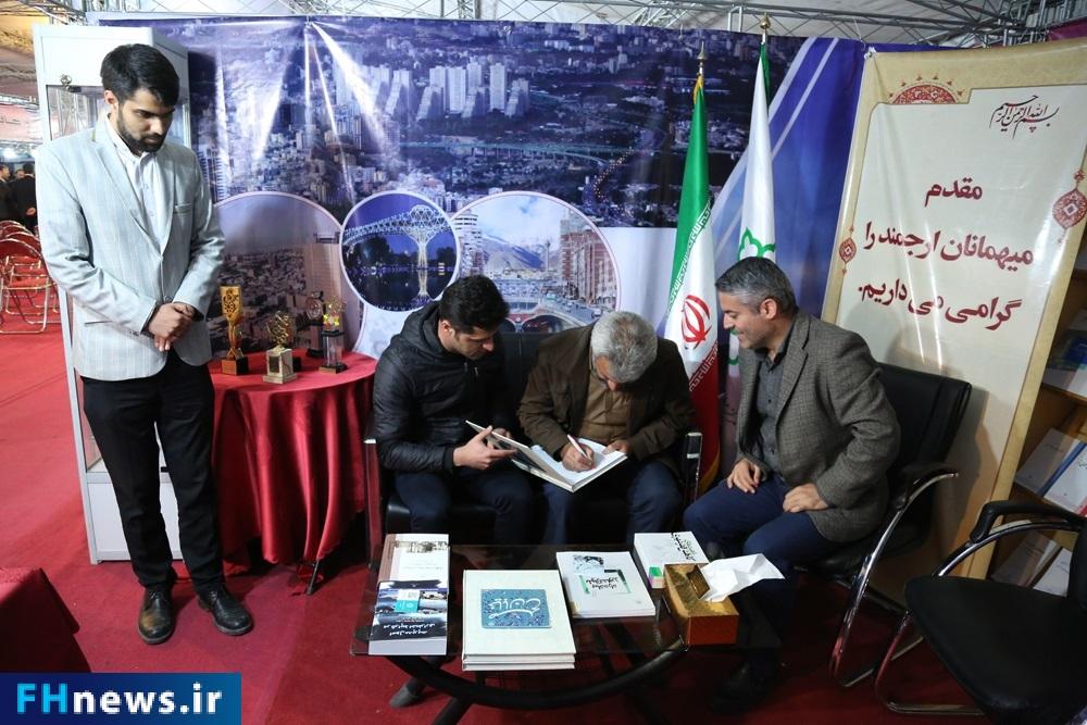 نمایشگاه کتاب فرهنگسرا کتاب