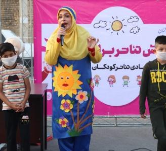 سومین صحنه اجرای تئاتر برای بچهها در روستای مجیدآباد بود